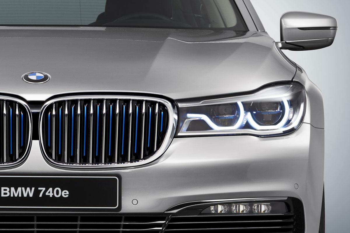 BMW 740e iPerformance (G11) - Detail - Doppelniere mit blauen Streben