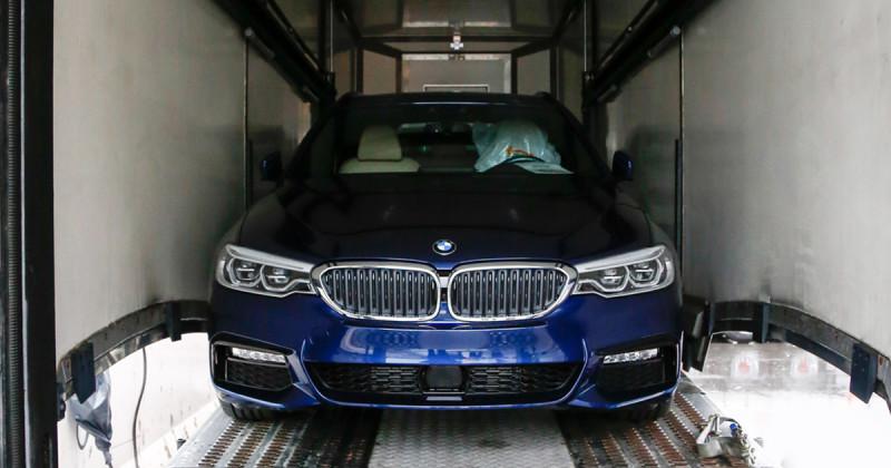 BMW in Genf: Hier wird der neue BMW 5er Touring entladen