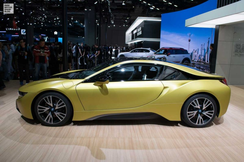 BMW i8 Frozen Yellow Edition in Shanghai - live