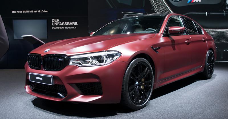 BMW M5 First Edition: Sport-Limousine in edlem Frozen Dark Red. Erste Live-Bilder