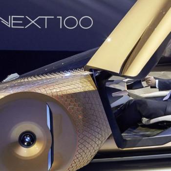 BMW CEO im Vision Next 100