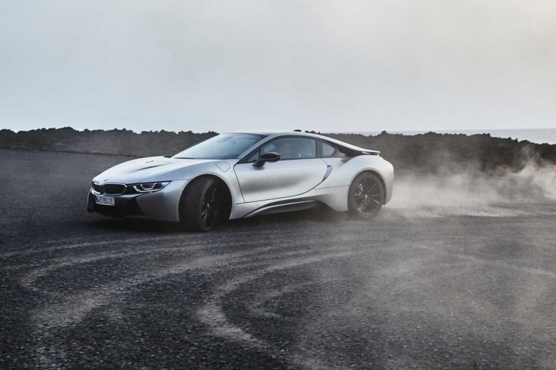 bmw-i8-coupe-dust