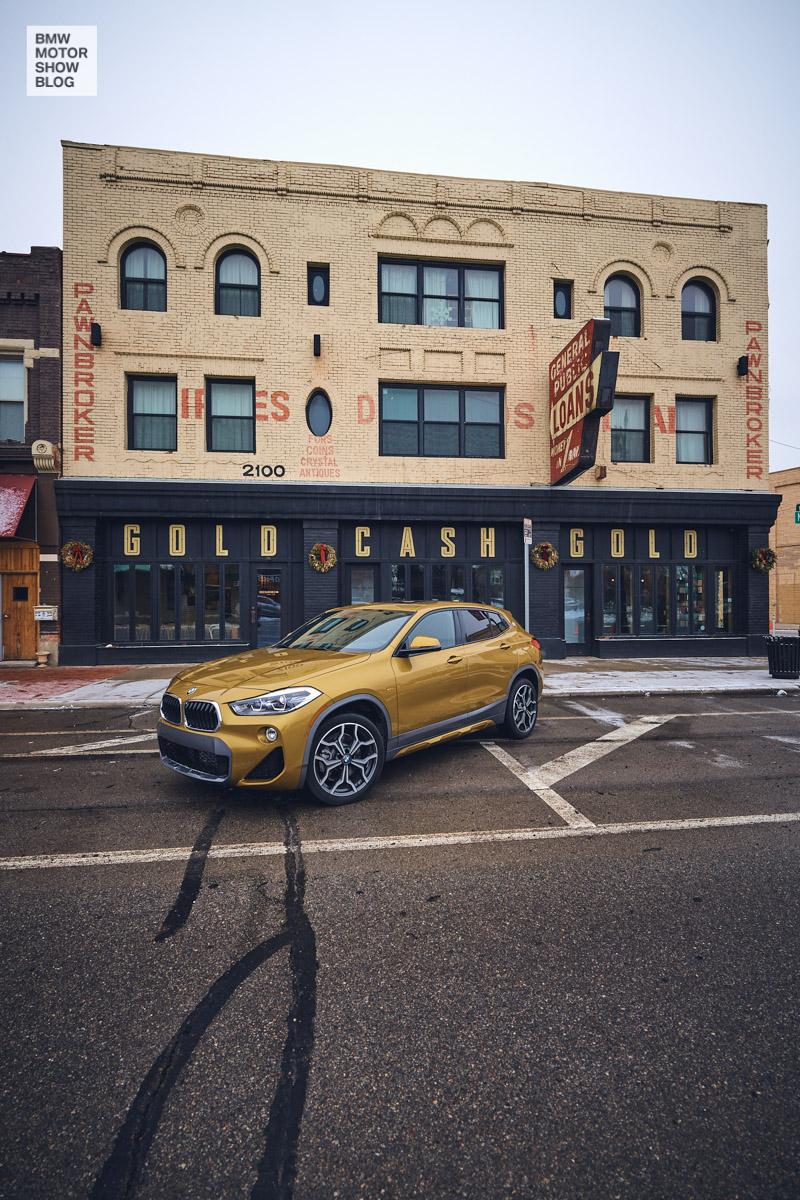 Der BMW X2 in Detroit - Gold Cash Gold